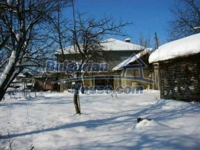 905:1 - Lovely rural bulgarian house near Gabrovo with big garden