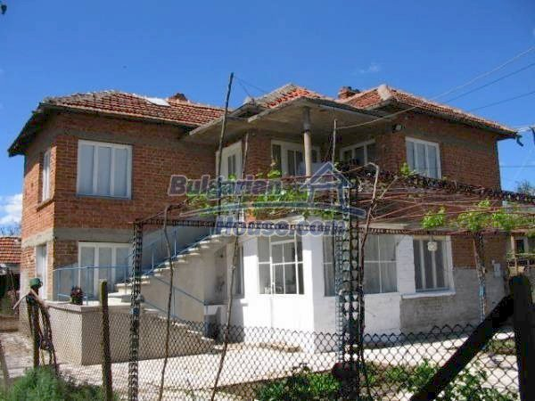 1418:1 - Wonderful village bulgarian house in Srem