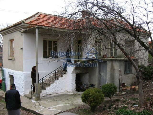 1472:1 - Rural bulgarian house with large garden for sale in Elhovo regio