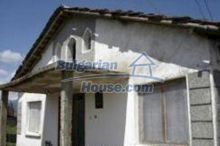 1616:1 - Bulgarian rural house near Kazanlak, for sale