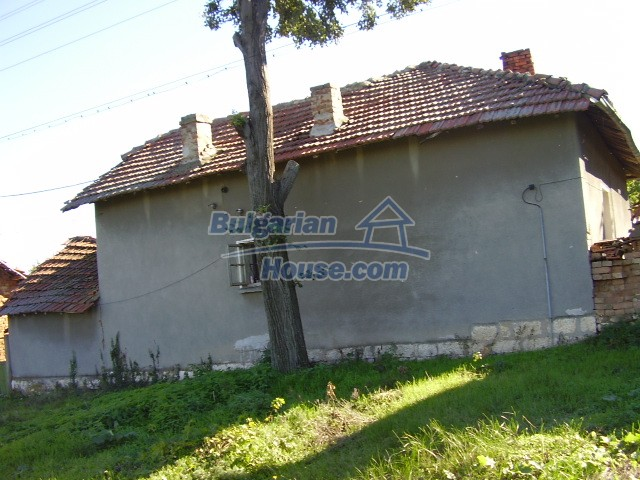 2033:2 - Bulgarian rural house near Pleven for sale