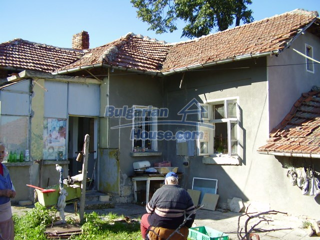 2033:4 - Bulgarian rural house near Pleven for sale