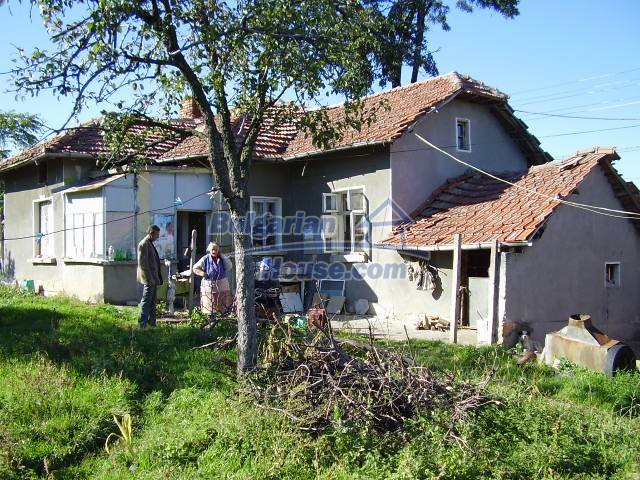 2033:9 - Bulgarian rural house near Pleven for sale