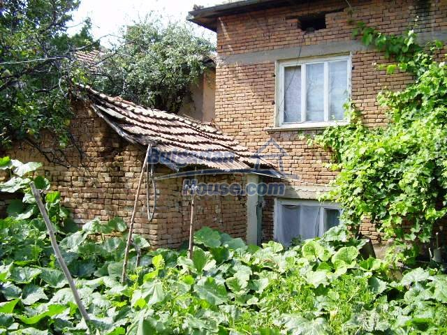 2060:12 - Solid built brick bulgarian house in Pleven region