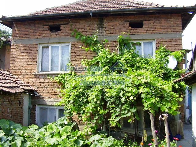 2060:14 - Solid built brick bulgarian house in Pleven region