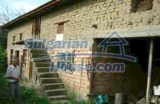 2336:10 - A lovely two storey bulgarian house near the river Vit