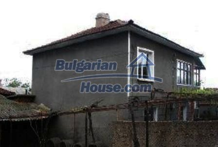 2576:3 - Solid build, plastered outside bulgarian house in Haskovo region
