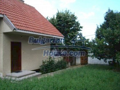 2927:2 - Two-storey bulgarian house, 5 km away from the town of Nova Zago