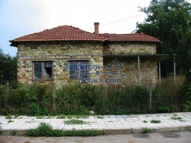 3296:1 - Unfinished rural bulgarian house for sale in the town of Bolyaro