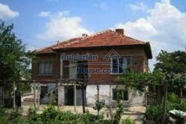 3446:1 - Invest in solid built brick bulgarian house near Haskovo
