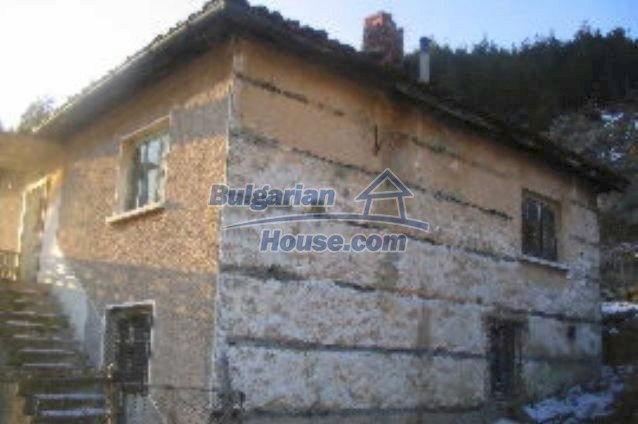 3473:2 - Brick bulgarian house located 60km. away from the administrative