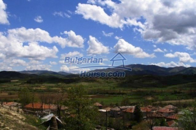 3473:6 - Brick bulgarian house located 60km. away from the administrative