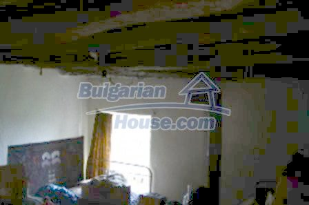 3815:4 - Two storey loveley bulgarian house build on the top of beautiful