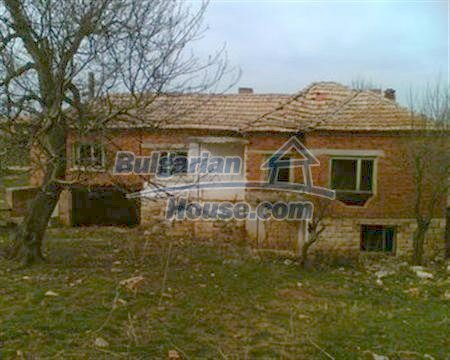3884:2 - Solid build brick bulgarian house for sale in Dobrich region