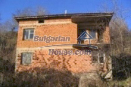 4436:1 - Brick house in bulgarian countryside