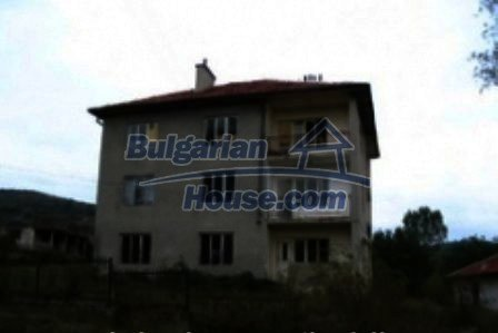 4733:1 - Spacious brick bulgarian house near Kardjali