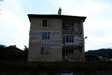 4733:2 - Spacious brick bulgarian house near Kardjali