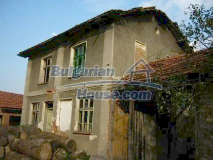 4901:1 - Spacious bulgarian house for sale in a picturesque mountain vill