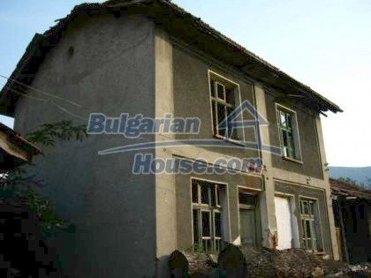 4901:2 - Spacious bulgarian house for sale in a picturesque mountain vill