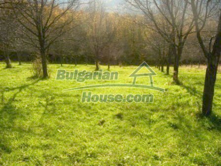 4985:1 - Plot of bulgarian land near Troyan at the foot of the mountain