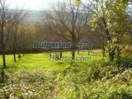 4985:2 - Plot of bulgarian land near Troyan at the foot of the mountain