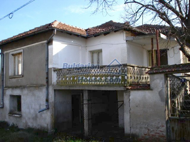 5456:1 - Solid-build brick bulgarian house for sale near Elhovo
