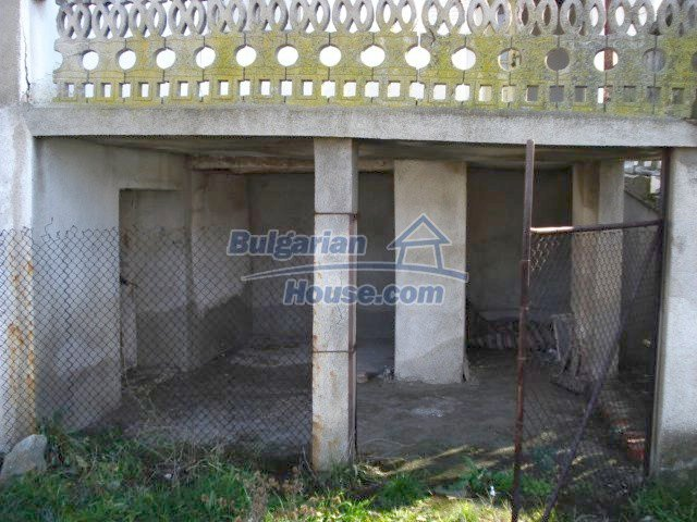 5456:2 - Solid-build brick bulgarian house for sale near Elhovo