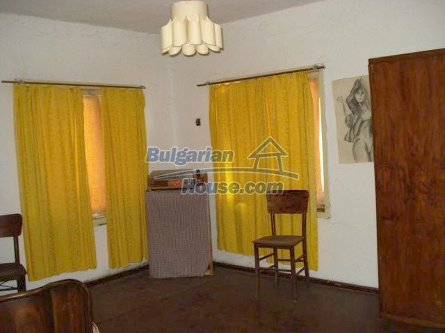 5456:5 - Solid-build brick bulgarian house for sale near Elhovo