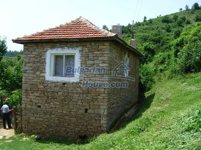 5510:2 - Rural bulgarian house in mountain in Kardzhali region