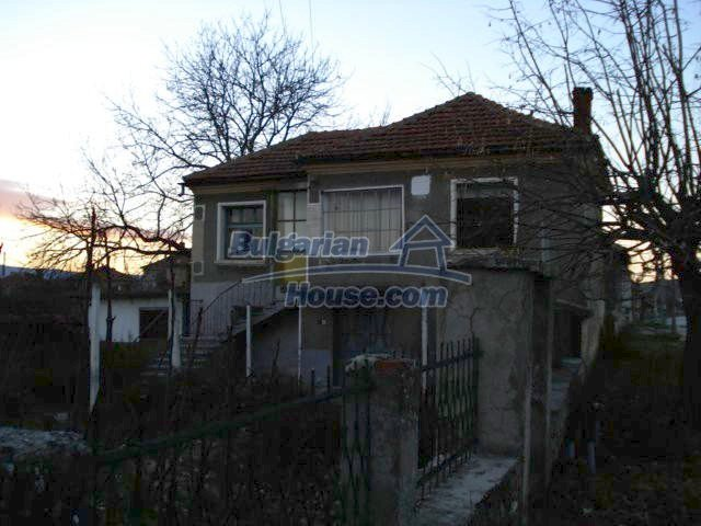 5564:1 - Two storey build house and property in Bulgaria