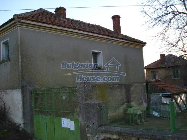 5564:3 - Two storey build house and property in Bulgaria