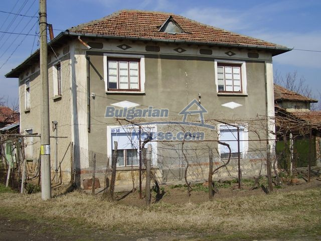 5597:1 - A nice bulgarian house located near the famous historic town of