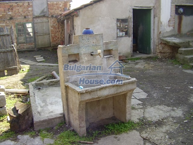 5597:4 - A nice bulgarian house located near the famous historic town of
