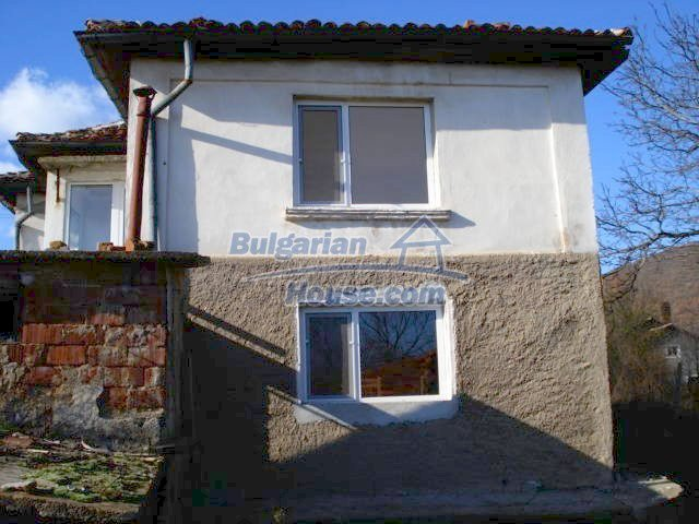 5609:3 - House presented in a good condition and bulgarian property in Ya
