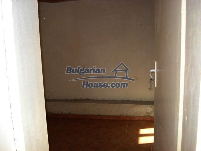 5609:5 - House presented in a good condition and bulgarian property in Ya