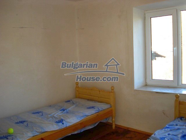5609:6 - House presented in a good condition and bulgarian property in Ya