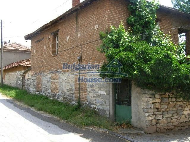 5645:1 - Two storey house for sale and property in Bulgaria