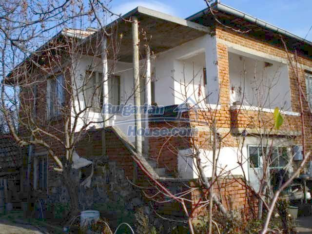 5657:1 - A solid-build brick house in decent condition bulgarian property