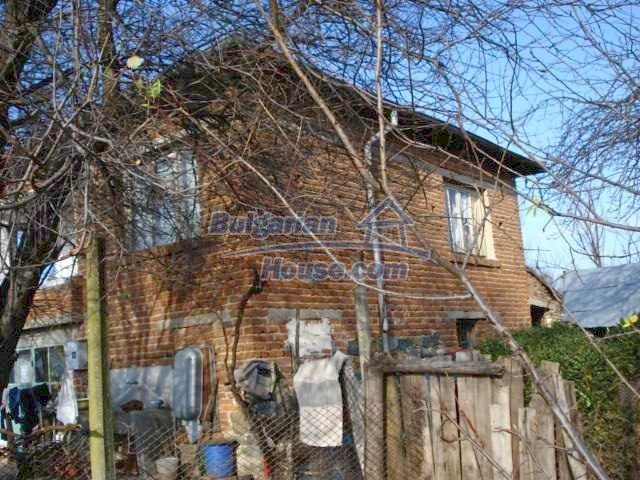 5657:3 - A solid-build brick house in decent condition bulgarian property