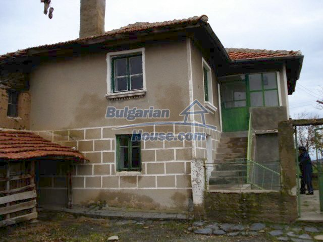 5672:3 - It is a solid bulgarian house but needs renovation work and some