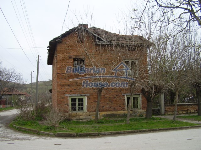 5786:1 - Good opportunity to have own bulgarian house in peaceful  place