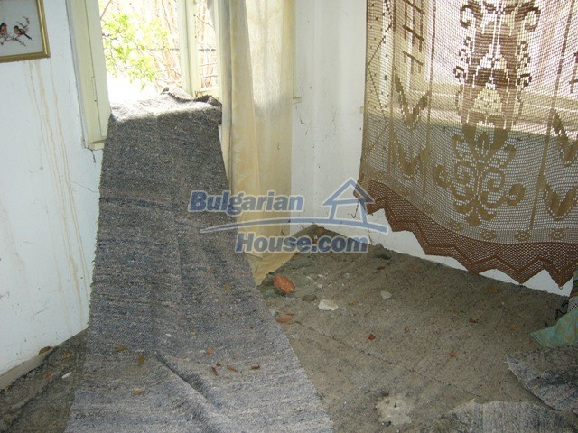 5786:3 - Good opportunity to have own bulgarian house in peaceful  place