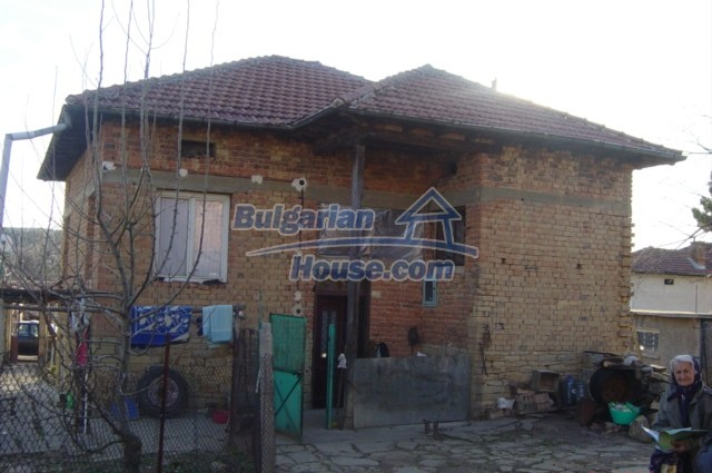 5804:1 - Invest in rural bulgarian house in a beautiful countryside near