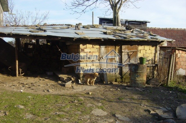 5804:3 - Invest in rural bulgarian house in a beautiful countryside near