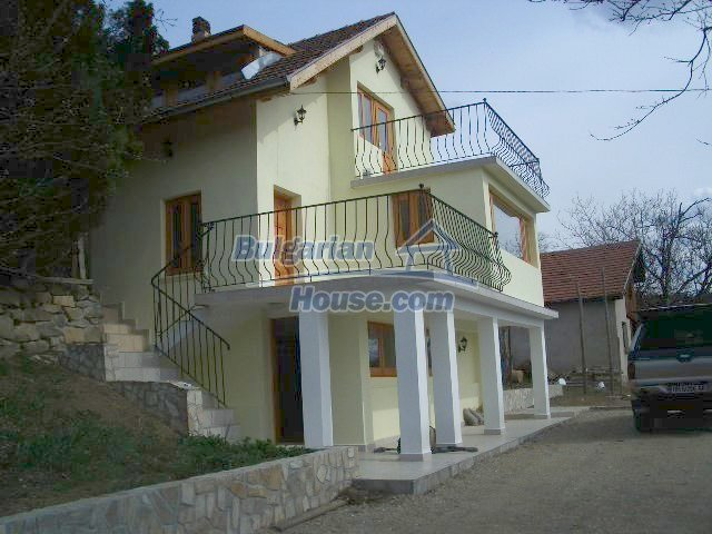 5810:1 - Three storey charming bulgarian property located in the town of