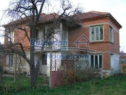 5813:1 - Two storey built bulgarian house looking for owner