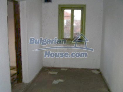 5813:2 - Two storey built bulgarian house looking for owner