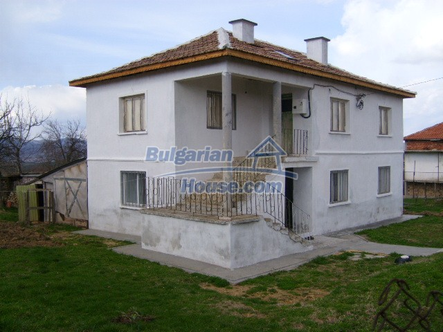 5816:1 - Lovely solid built bulgarian house in Kardzali region