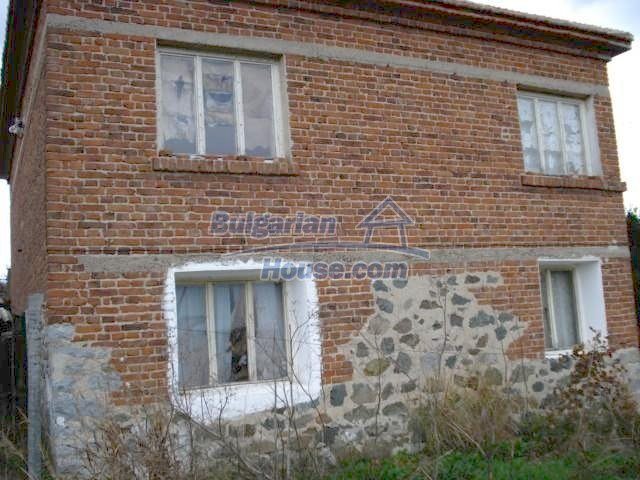 5822:1 - A solid-build brick bulgarian house in decent condition