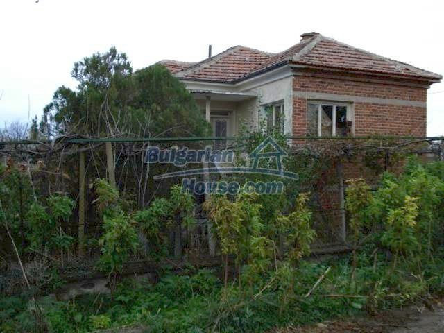 5822:2 - A solid-build brick bulgarian house in decent condition